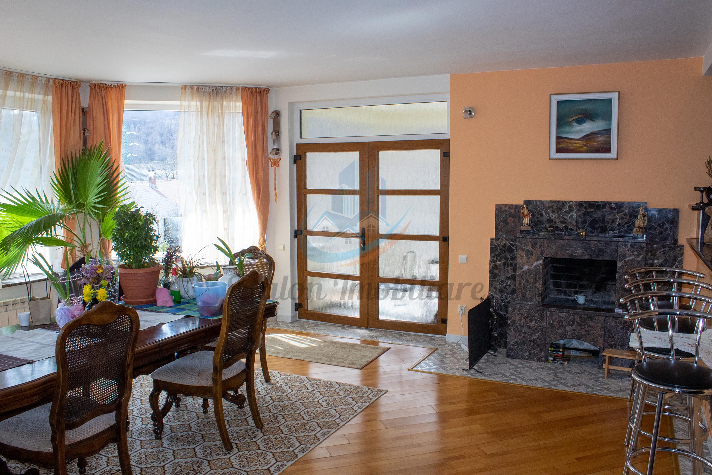 Vila de vanzare, Lux, 375 m², Piatra Neamt